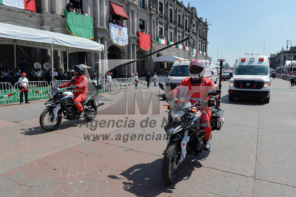 Toluca, México.- Aspectos del desfile conmemorativo del 209 aniversario de la Independencia de México. Agencia MVT / Mario Vázquez de la Torre.