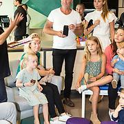 NLD/Amsterdam/20170904 - Jim Bakkum presenteert zijn kinderboek Dadoe, Vader Jim Bakkum