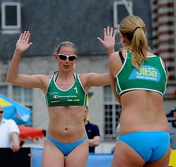 06-06-2010 VOLLEYBAL: JIBA GRAND SLAM BEACHVOLLEYBAL: AMSTERDAM<br /> In een koninklijke ambiance streden de nationale top, zowel de dames als de heren, om de eerste Grand Slam titel van het seizoen bij de Jiba Eredivisie Beach Volleyball - Elke Schuil-Wijnhoven / Mered de Vries<br /> ©2010-WWW.FOTOHOOGENDOORN.NL