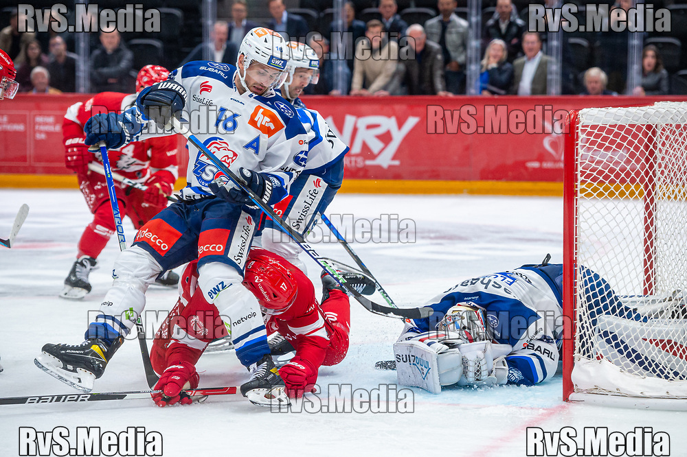 LAUSANNE, SWITZERLAND - OCTOBER 01: Ken Jager #17 of Lausanne HC tries to score against Goalie Lukas Flueler #30 of ZSC Lions during the Swiss National League game between Lausanne HC and ZSC Lions at Vaudoise Arena on October 1, 2021 in Lausanne, Switzerland. (Photo by Monika Majer/RvS.Media)