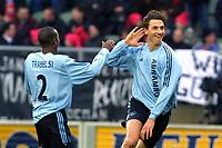 Fotball<br /> Nederland 2002/03<br /> Willem II v Ajax 0-6<br /> 2. februar 2003<br /> Foto: Digitalsport<br /> NORWAY ONLY<br /> Zlatan Ibrahimovic jubler for scoring sammen med lagkamerat Hatem Trabelsi.