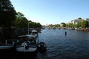 De amstel met aan de rechterkant Carre / The river Amstel with on the right theatre Carre