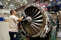 23 AUG 2006, DAHLEWITZ/GERMANY:<br /> Ein Triebwerksmechaniker arbeitet an einer Triebwerk im Rolls Royce Werks zur Herstellung und Wartung von Flugzeugtriebwerken<br /> IMAGE: 20060823-01-032<br /> KEYWORDS: Luftfahrtindustrie, Luftfahrt, Aufbau Ost, Ostdeutschland, Neue Länder