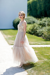 Street style, Emma Roberts arriving at Dior Fall-Winter 2018-2019 Haute Couture show held at Musee Rodin, in Paris, France, on July 2nd, 2018. Photo by Marie-Paola Bertrand-Hillion/ABACAPRESS.COM