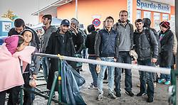 14.10.2015, Bahnhof, Freilassing, GER, Flüchtlingskrise in der EU, im Bild Flüchtlinge warten auf ihren Sonderzug und posieren für ein Foto // Refugees wait for their special train and pose for a photo, Railway Station, Freilassing, Germany on 2015/10/14. EXPA Pictures © 2015, PhotoCredit: EXPA/ JFK