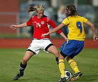 Fotball<br /> Landskamp J15/16 år<br /> Tidenes første landskamp for dette alderstrinnet<br /> Sverige v Norge 1-3<br /> Steungsund<br /> 11.10.2006<br /> Foto: Anders Hoven, Digitalsport<br /> <br /> Christine Brønsten - Bamble / Norge