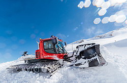 02.05.2017, Hochtor, Fusch an der Glocknerstrasse, AUT, Schneeraeumung auf der Grossglockner Hochalpenstrasse, im Bild ein Pistenpully beim Schneeräumen // a Pistenbully Snowcat during the yearly snow removal of the Grossglockner High Alpine Road before the Season Opening at the Hochtor, Fusch, Austria on 2017/05/02. EXPA Pictures © 2017, PhotoCredit: EXPA/ JFK