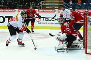 01.Mai 2012; Kloten; Eishockey - Schweiz - Kanada; Damien Brunner (SUI) scheitert an Torhueter Cam Ward (CAN)<br />  (Thomas Oswald)