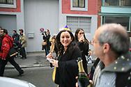 Jeudi noir et Macaq. 06012007. Bastille. Vente d'appartement. 370.000€ pour 70m2. Leila Chaibi après l'action.<br /> <br /> Le collectif Jeudi Noir se bat contre les prix élevés de l'immobilier pour les jeunes et les bas salaires. Depuis fin octobre 2006, Jeudi noir s'invite lors de visite d'appartement en location, à la vente, dans les agences immobilières ou chez des vendeurs de liste pour y faire la fête et revendiquer un éclatement de la bulle immobilière et un interventionnisme de l'État pour réguler le marché immobilier.  Le 31 décembre 2006, le collectif entame une occupation d'un immeuble vide, appartenant à une banque, près de la place de la Bourse à Paris, avec les associations Macaq et le DAL, baptisé le «ministère de la crise du logement » et qui vise à être un lieu de ressource et d'échange sur la crise du logement en France, et à installer le sujet dans la campagne présidentielle 2007. Série en cours…