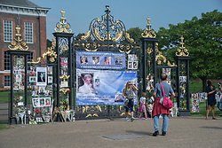 August 29, 2017 - London, United Kingdom - Tribute on the Golden Gates of Kensington Palace, ahead of the 20th anniversary of Princess Diana's death, London on August 29, 2017. People started paying tribute and respect, days before the anniversary, which is the 31st of August. (Credit Image: © Alberto Pezzali/NurPhoto via ZUMA Press)