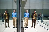 DEU, Deutschland, Germany, Berlin, 21.04.2020: Der rechtspolitische Sprecher der AfD-Bundestagsfraktion, Roman Reusch, und Armin-Paulus Hampel (AfD), vor einer Sitzung der AfD-Fraktion im Deutschen Bundestag.