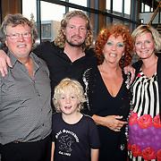 NLD/Zaandam/20070916 - Premiere Zeg eens AAA, Carry tefsen, partner Ger Hinrichs en kinderen zwangere Maud, Kim en kleinzoon Kai