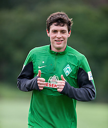 11.01.2014, Trainingsplatz, Jerez de la Frontera, ESP, 1. FBL, SV Werder Bremen, Trainingslager, im Bild Daumen hoch von Zlatko Junuzovic (Bremen #16), der eine individuelle Laufeinheit absolviert // Daumen hoch von Zlatko Junuzovic (Bremen #16), der eine individuelle Laufeinheit absolviert during Trainingsession of German Bundesliga Club SV Werder Bremen at Trainingsplatz in Jerez de la Frontera, Spain on 2014/01/11. EXPA Pictures © 2014, PhotoCredit: EXPA/ Andreas Gumz<br /> <br /> *****ATTENTION - OUT of GER*****