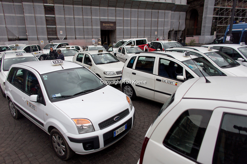 taxi cars in naples
