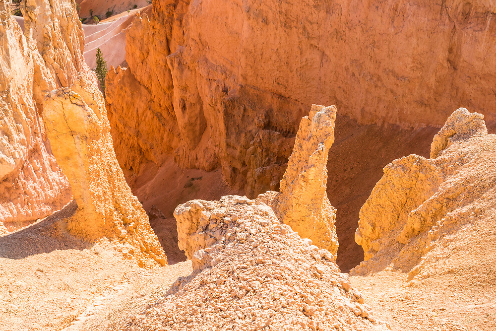 Looking down into the many gullies running off the canyon rim at Bryce Canyon National Park, Utah, USA.
