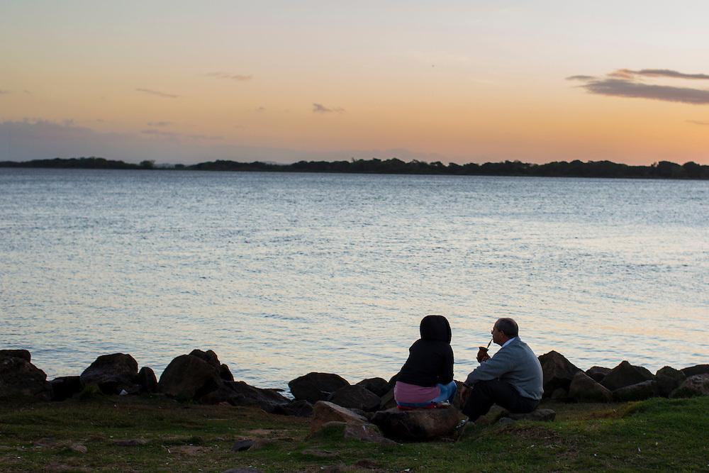 Porto Alegre_RS, Brasil.<br /> <br /> Por do sol do Rio Guaiba em Porto Alegre, Rio Grande do Sul.<br /> <br /> The Sunset in Guaiba river in Porto Alegre, Rio Grande do Sul.<br /> <br /> Foto: RODRIGO LIMA / NITRO