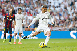 25.10.2014, Estadio Santiago Bernabeu, Madrid, ESP, Primera Division, Real Madrid vs FC Barcelona, 9. Runde, im Bild Real Madrid´s Cristiano Ronaldo // during the Spanish Primera Division 9th round match between Real Madrid CF and FC Barcelona at the Estadio Santiago Bernabeu in Madrid, Spain<br /> <br /> ***** NETHERLANDS ONLY *****