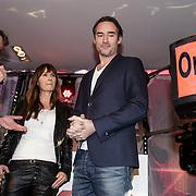 NLD/Hilversum/20150102 - Top40 viert 50 jarig bestaan, Erik de Zwart, 538 directeur Jacqueline Smit en Jeroen van Nieuwenhuizen start top40 internet radio zender