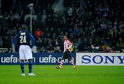 12-12-2007 VOETBAL: CHAMPIONS LEAGUE PSV - INTER MILAAN: EINDHOVEN<br /> Edison Mndez krijgt rood<br /> ©2007-WWW.FOTOHOOGENDOORN.NL