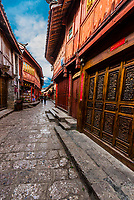 The narrow, winding cobblestone streets of Dayan (The Old Town) which are lined with shops, Lijiang, Yunnan Province, China. The Old Town is a UNESCO World Heritage SIte.