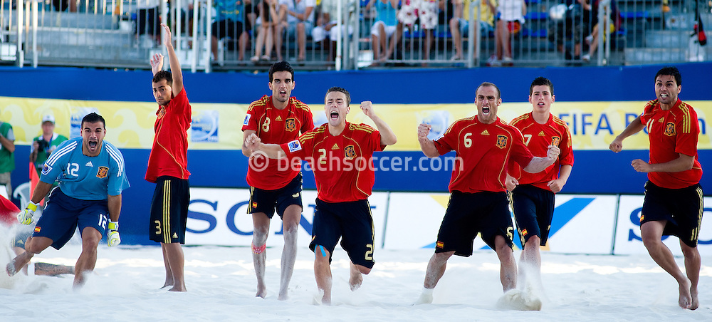 MARSEILLE, FRANCE- JULY 25: Italy - Spain. Fifa Beach Soccer World Cup Marseiile 2008. (Photo by Manuel Queimadelos)