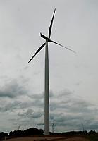 Park Wiatrowy Suwalki w poblizu Suwalk, 12.07.2009. Powstaje tu elektrownia wiatrowa skladajaca sie z 18 turbin o lacznej mocy 41 MW . Sa to jednoczesnie najwyzsze turbiny w Polsce mierzace ponad 100 m wysokosci . Uruchomienie inwestycji firmy RWE Polska planowane jest na jesien 2009 roku fot Michal Kosc / AGENCJA WSCHOD