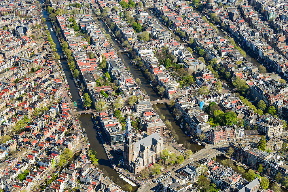Nederland, Noord-Holland, Amsterdam, 09-04-2014;<br /> Binnenstad en grachtengordel (vlnr Prinsengracht, Keizersgracht, Herengracht, Singel). <br /> Aan de Prinsengracht Anne Frankhuis (Achterhuis), Westertoren, Westermarkt.<br /> Center and ring of canals of Amsterdam. <br /> The Westerkerk (church) next  to the Achterhuis (now Anne Frank House)  where people are queueing.<br /> luchtfoto (toeslag op standard tarieven);<br /> aerial photo (additional fee required);<br /> copyright foto/photo Siebe Swart