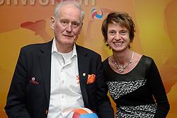12-12-2015 NED: Bondsvergadering Nevobo, Nieuwegein<br /> Hans Nieukerke is vandaag benoemd tot erevoorzitter van de Nevobo. De 73-jarige Nieukerke ontving in het Huis van de Sport deze eer bij het afscheid van zijn twaalfjarig voorziterschap en kreeg de unieke gouden bondsspeld met drie briljanten opgespeld / Hans en Annette