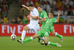 18.01.2010, Green Point Stadium, Cape Town, RSA, FIFA WM 2010, England (ENG) vs Algeria (ALG), im Bild Gareth Barry of England in action with Foued Kadir & Medhi Lacen of Algeria. EXPA Pictures © 2010, PhotoCredit: EXPA/ IPS/ Marc Atkins / SPORTIDA PHOTO AGENCY