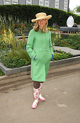 Actress LARA CAZALET at the 2005 RHS Chelsea Flower Show on 23rd May 2005<br />
