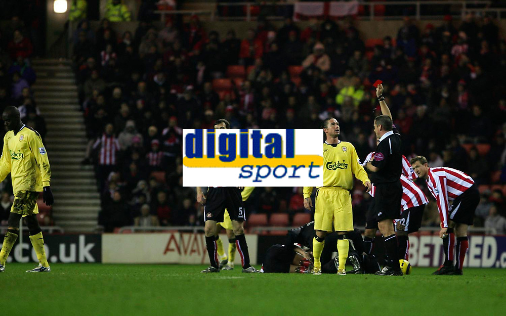 Photo: Andrew Unwin.<br /> Sunderland v Liverpool. The Barclays Premiership.<br /> 30/11/2005.<br /> Liverpool's Harry Kewell (R of C) cannot believe it as the referee, Mr P Dowd (R), shows Mohamed Sissoko (L) the red card.