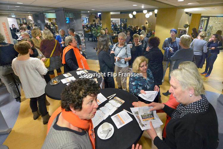 Nederland, Wijchen, 8-3-2016Internationale vrouwendag in de Mozaik. Druk bezocht. Exotische hapjes, snacksFOTO: FLIP FRANSSEN