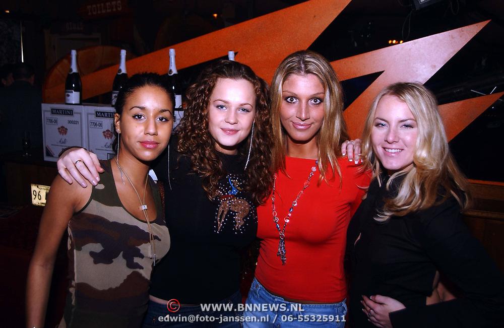 Uitreiking populariteitsprijs Noord Holland, dames K-Otic met Big Brother Kelly