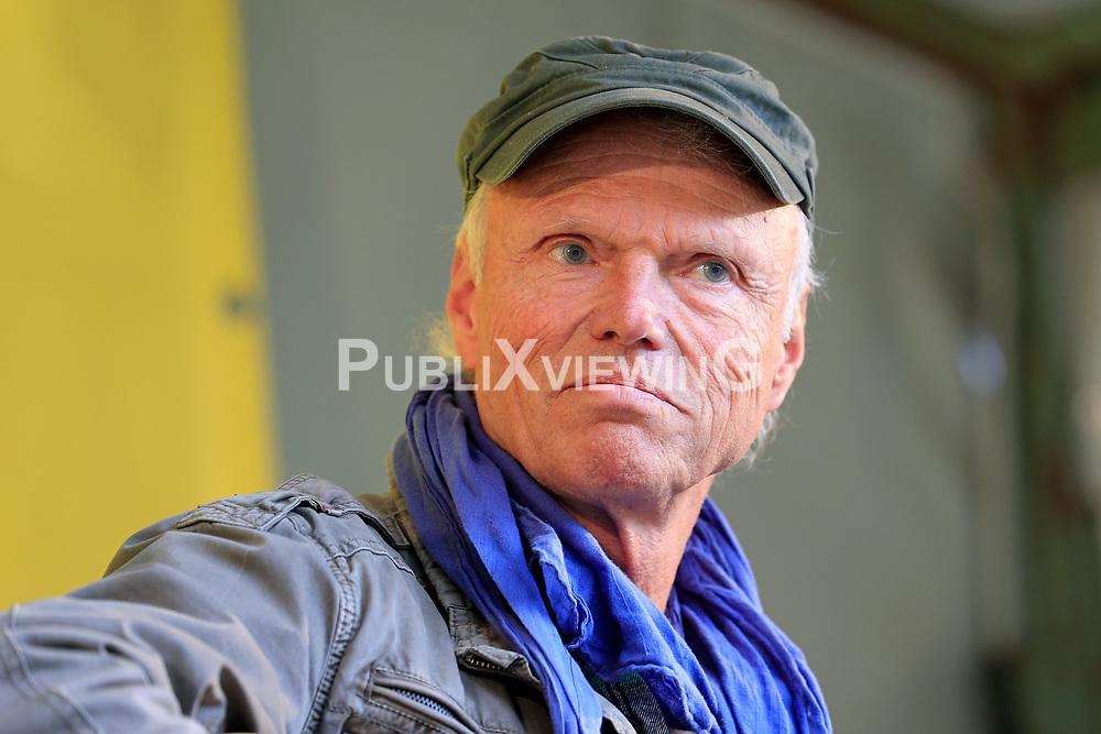 Wenige Tage nach Bekanntwerden des Umstands, dass der Salzstock im Wendland nicht weiter auf die Eignung als Atommülllager erkundet werden soll, feiern Atomkraftgegner das Aus für Gorleben nach 43 Jahren des Widerstands. Im Bild: Kurt Herzog, Kreistagsabgeordneter der SoLi<br /> <br /> Ort: Gorleben<br /> Copyright: Andreas Conradt<br /> Quelle: PubliXviewinG