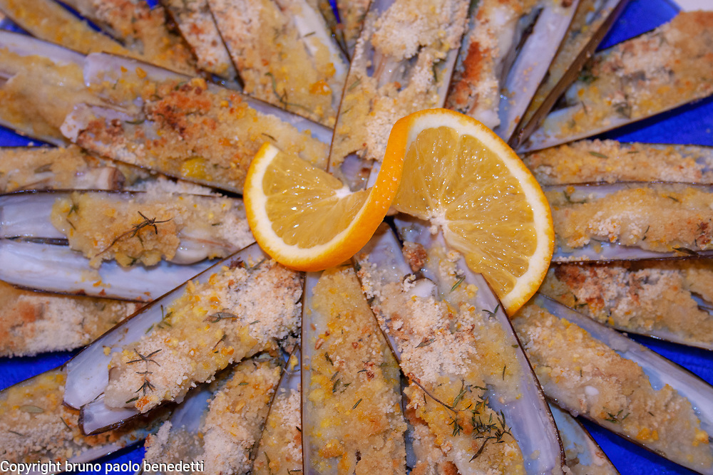 razor shells appetizer with orange juce