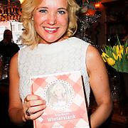 NLD/Hoorn/20111201- Boekpresentatie Sonja Bakker ' Winterslank ', Sonja Bakker met haar nieuwe boek