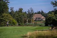 Valkenswaard  - green hole 16 met doorkijk naar clubhuis   ,  Eindhovensche Golf Club.   COPYRIGHT KOEN SUYK