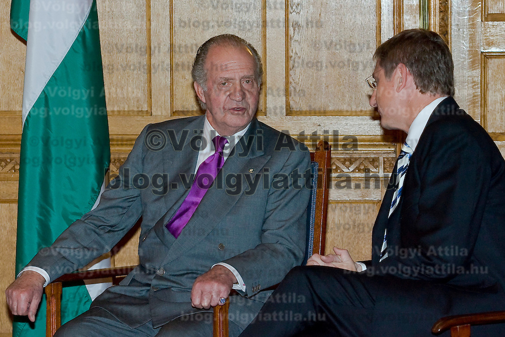 Ferenc Gyurcsany (R), Hungarian prime minister meets  Spanish king I. Juan Carlos (L) in the Parliament, Budapest, Hungary. Wednesday, 30. May 2007. ATTILA VOLGYI