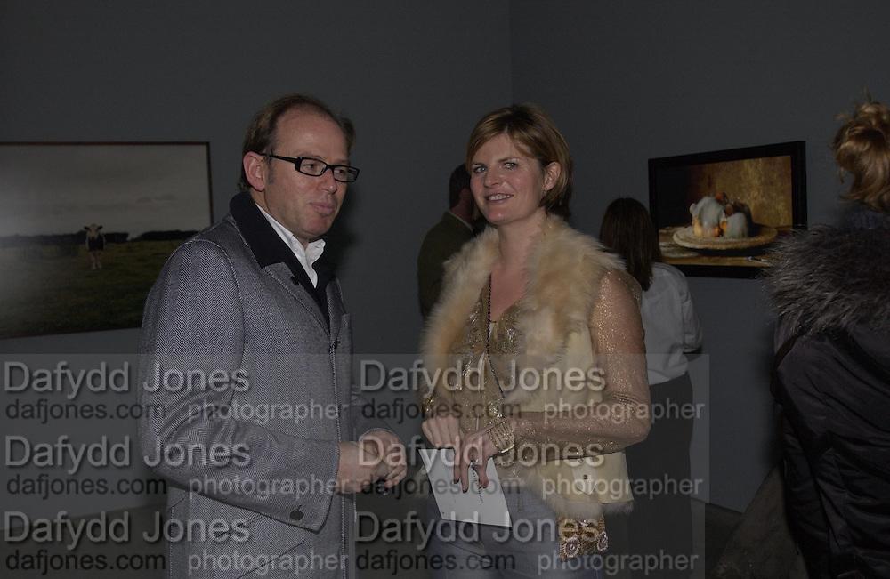 David Collins and Susannah Constantine. Sam Taylor Wood opening. White Cube. London. 22 Nov 2001. © Copyright Photograph by Dafydd Jones 66 Stockwell Park Rd. London SW9 0DA Tel 020 7733 0108 www.dafjones.com