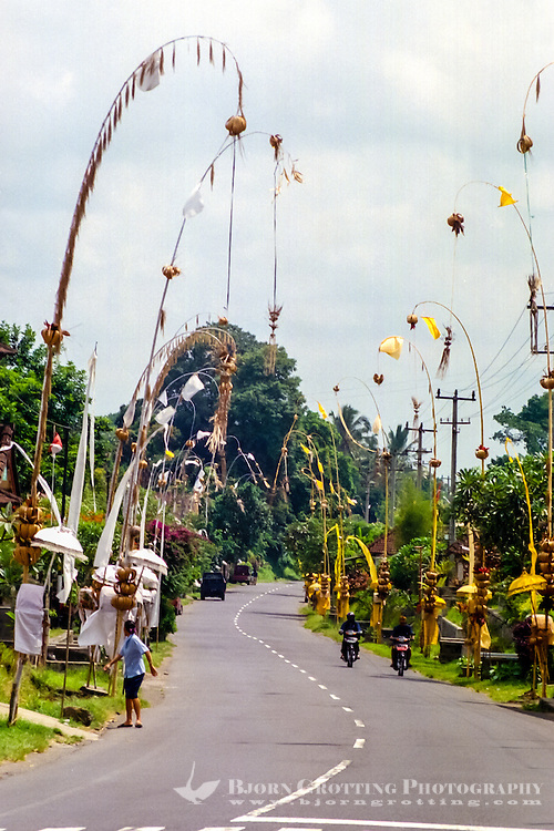 Bali, Badung, Perean. A small village south of Bedugul. During ceremonies even the roadside is beautifully decorated.