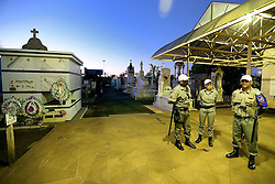 """Polícia militar faz a segurança do cemitério """"Jardim da Paz"""", em São Borja, onde será feita a exumação do corpo do ex-presidente João Goulart, esta quarta-feira, 13 de novembro, 2013. FOTO: Jefferson Bernardes/ Agência Preview"""
