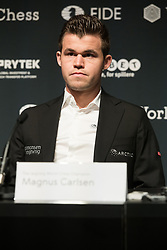 © Licensed to London News Pictures. 08/11/2018. London, UK. Reigning Chess ChampionMagnus Carlsen attends a press conference ahead of his 12 match game against US ChallengerFabiano Caruana to determine the FIDE World Chess Champion<br /> Photo credit: Ray Tang/LNP
