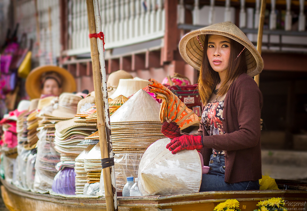 The most famous of the floating markets is Damnoen Saduak, about 100 kilometers southwest of Bangkok. This hat seller also sells fans, with which she is refreshing herself from the moist climate.