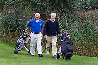 BRUINISSE - Voorzitter Lucien de Kind (l) en oud-voorzitter Rob Engelsman van GC Grevelingenhout. COPYRIGHT KOEN SUYK