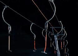 THEMENBILD - Ansicht eines Schleppliftes, aufgenommen am 23. Dezember 2014, Kaprun, Österreich. Kein Wintereinbruch, Seilbahner warten auf Schnee bzw. auf einen Temperatursturz // View of a drag lift, Kaprun, Austria on 2014/12/23. EXPA Pictures © 2014, PhotoCredit: EXPA/ JFK