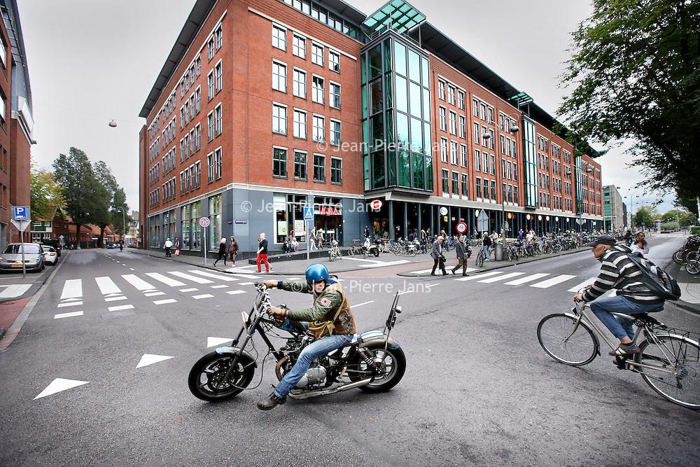 Nederland, Amsterdam , 30 augustus 2014.<br />  uitverkoop van Amsterdamse kantoorgebouwen aan Duitse vastgoedfondsen zoals het nieuwbouw kantorencomplex aan de Jodenbreestraat.<br /> Foto:Jean-Pierre Jans