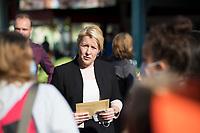 Berlin, 14.09.2021: Franziska Giffey, Kandidatin der SPD für das Amt der Regierenden Bürgermeisterin von Berlin, zu Besuch in Berlin-Marzahn. Hier im Gespräch mit streikenden Mitgliedern der Gewerkschaft Verdi (Vivantes und Berliner Krankenhausbewegung).