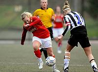 Fotball<br /> 29. April 2008<br /> 1. Runde NM kvinner<br /> Sandviken - Nymark 4 - 0<br /> Sandra Winkel , Sandviken<br /> Randi Haukås Bjerkreim , Nymark<br /> Foto : Astrid M. Nordhaug