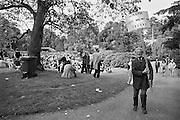 Nederland, Nijmegen, 30-6-1984Manifestatie op 30 juni 1984 in het Kronenburgerpark tijdens de achtste landelijke homodag. De manifestatie werd georganiseerd door het roze front (Landelijke Samenwerkingsverband van lesbiese en homogroepen) als antwoord op de Nijmeegse rellen tegen homofielen.Foto: Flip Franssen/Hollandse Hoogte