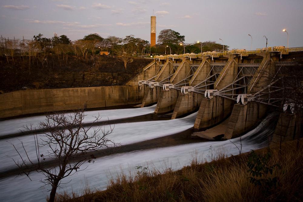 Tres Marias_MG, Brasil...Comporta da hidroeletrica do Rio Sao Francisco em Tres Marias, Minas Gerais...The hydroelectric damsin Sao Francisco River of Tres Marias, Minas Gerais...Foto: JOAO MARCOS ROSA / NITRO